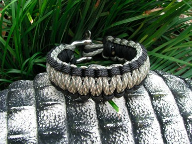 acu_camo_and_black_paracord_survival_bracelet_1