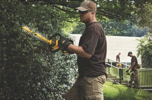 "DeWalt DCHT860M1 - 22"" 40V MAX 4.0Ah Cordless Hedge Trimmer"