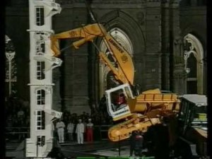 AMAZING Liebherr Excavator Climbs To The Top